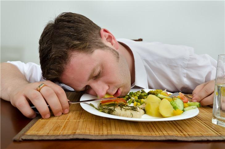 Названы популярные продукты, из-за которых люди устают
